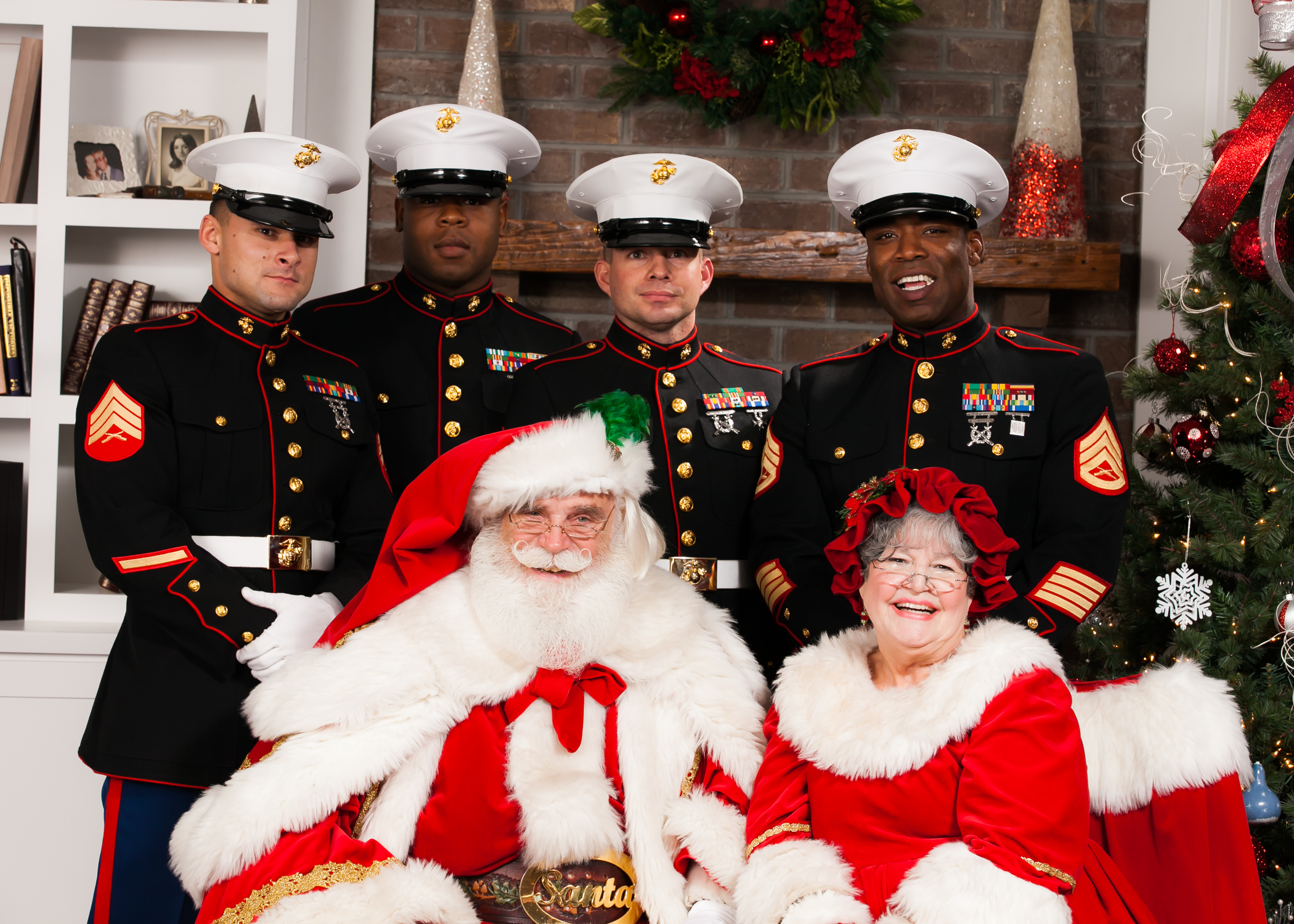 Santa Toys For Tots : Toys for tots brings marines to hallsley